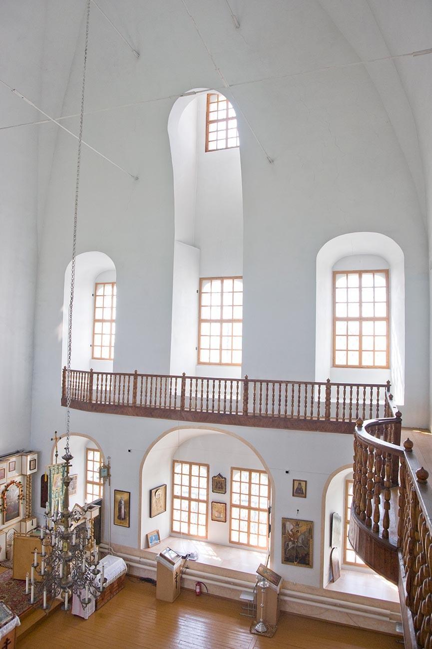 Cathédrale de la Transfiguration, intérieur. Vue depuis la galerie du chœur