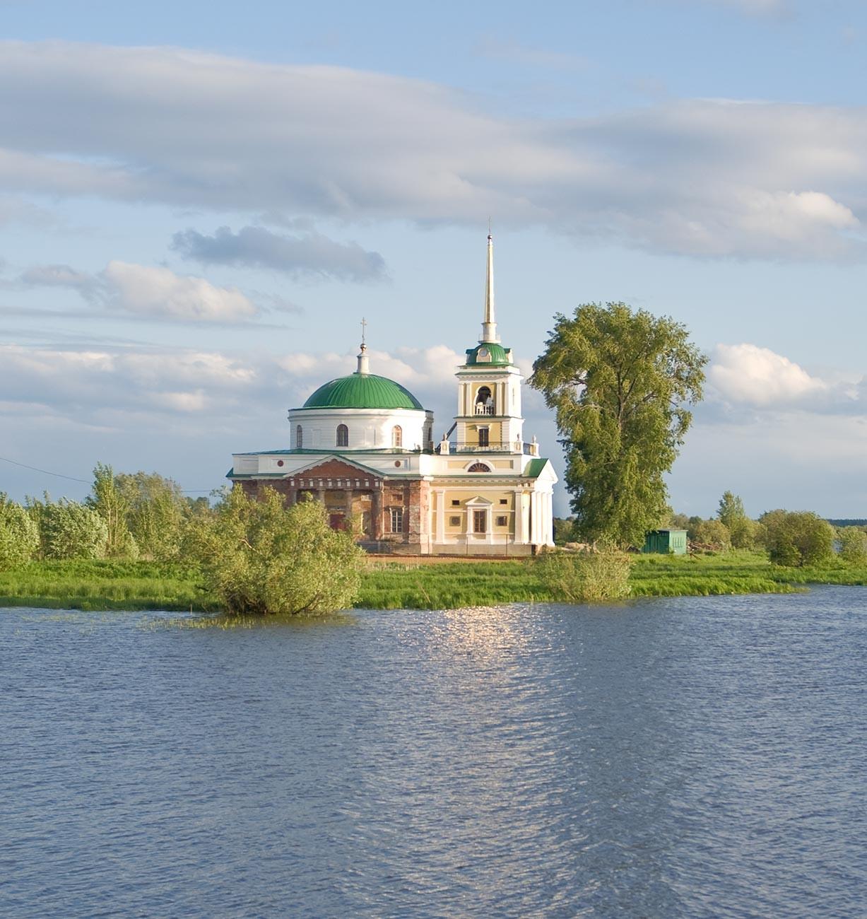 Oussolié. Église Saint-Nicolas. Vue sur le bras de la rivière Kama