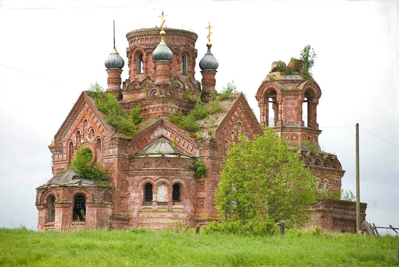 Taman. Église des Saints-Pierre-et-Paul