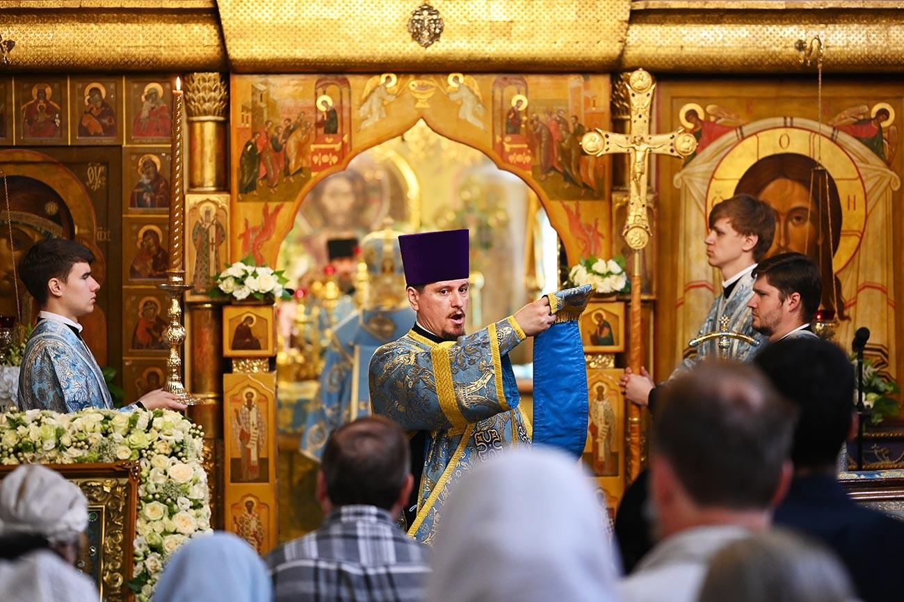 La messa nella cattedrale di Kazan a Mosca