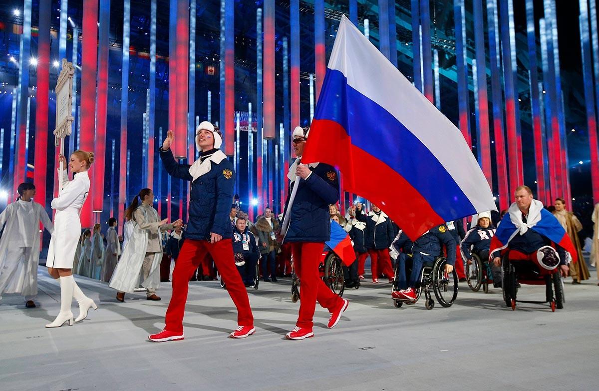 La squadra russa alla cerimonia di inaugurazione dei Giochi paralimpici del 2014