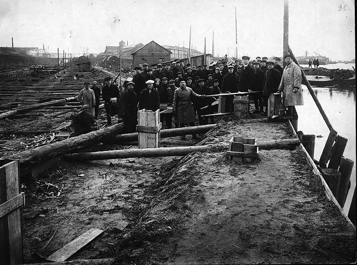 Workers of 'Krasnoe Sormovo', 1930s.