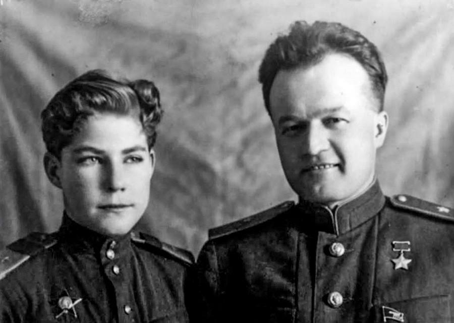 Arkádi Kamânin com o pai, Nikolai Petrôvitch Kamânin, em 1944