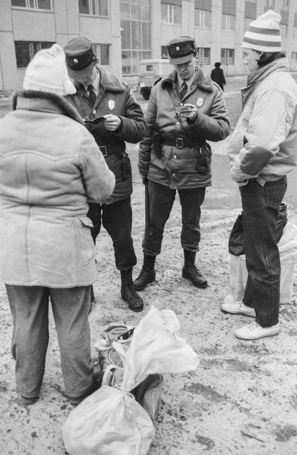 1991 г. Члены подразделения во время задержания воров.