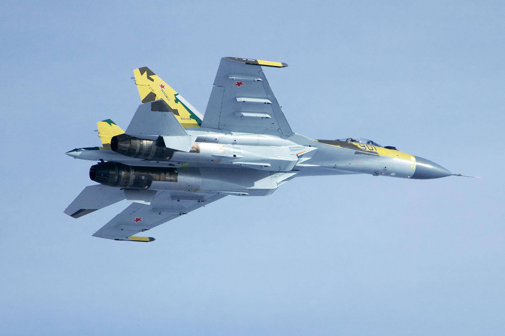 Su-35 Berlatih Tempur Udara di Wilayah Kuril