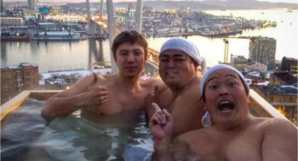 Mandi Sambil Berkendara ke Vladivostok, Sensasi Baru Ala Komedian Jepang