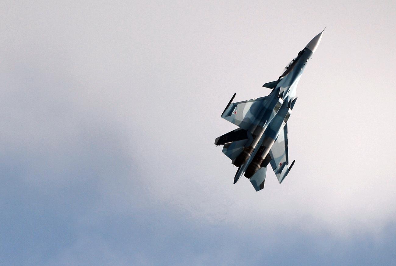 Russian Su-30 'greeted' U.S. aircraft over Black Sea. Source: Mikhail Voskresenskiy/RIA Novosti