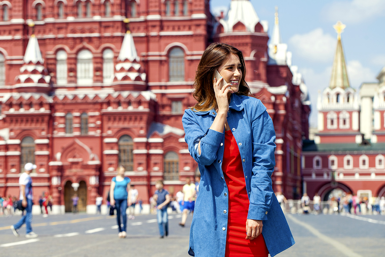 Apa yang Sebenarnya Orang Rusia Ucapkan Saat Menelepon?