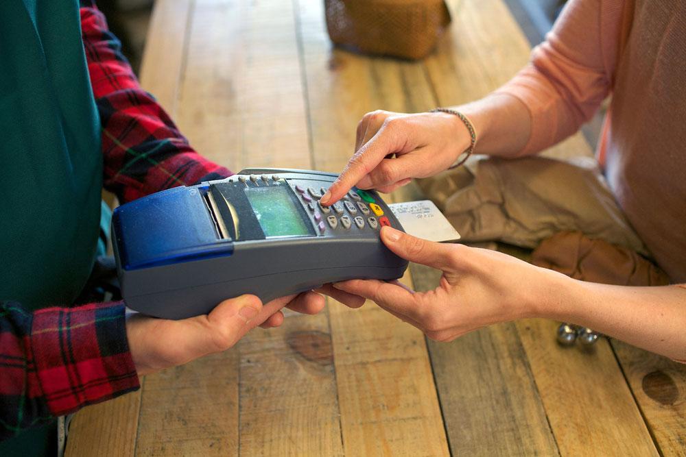 Sempre più russi pagano con carta di credito