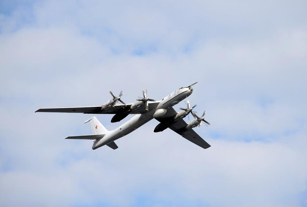 Antissubmarino Tu-142 é filmado pela primeira vez sobre a Síria; veja vídeo width=