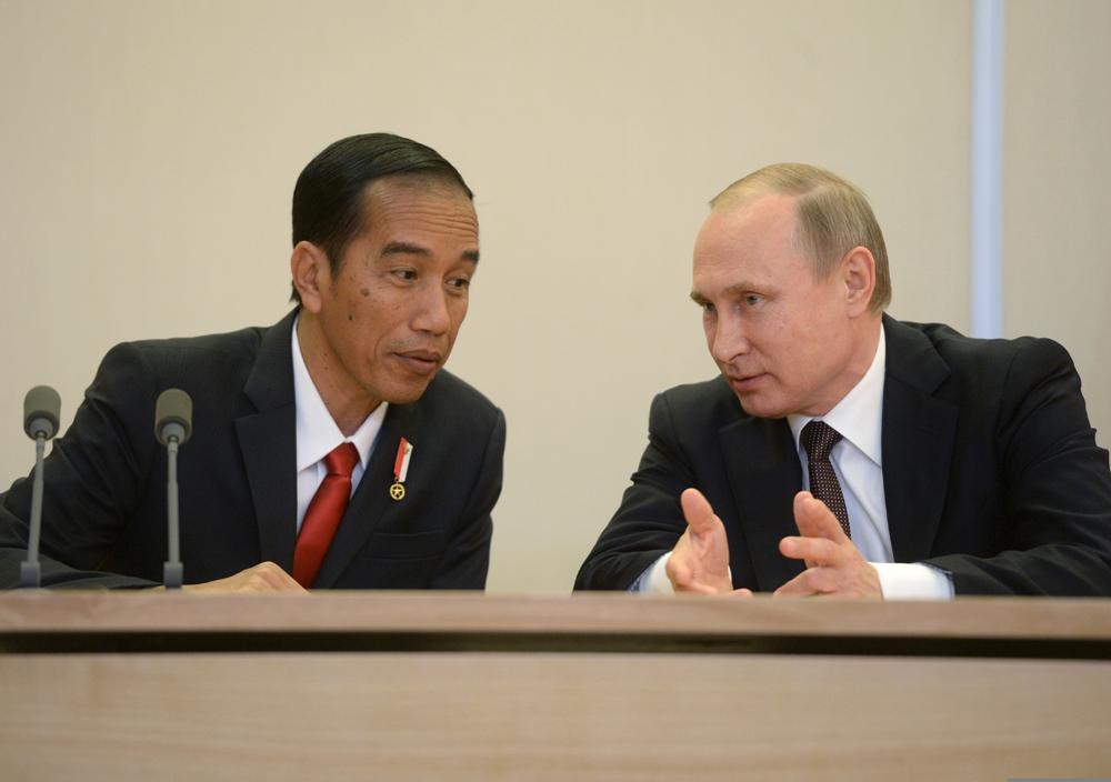Joko Widodo Undang Putin Kunjungi Indonesia Setelah Pertemuan di Rusia