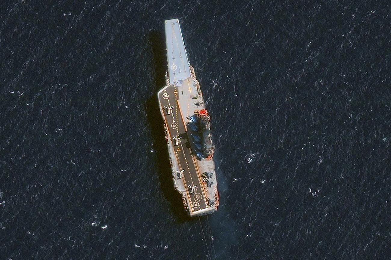 Rusia Tarik Kapal Induk Laksamana Kuznetsov dari Laut Tengah