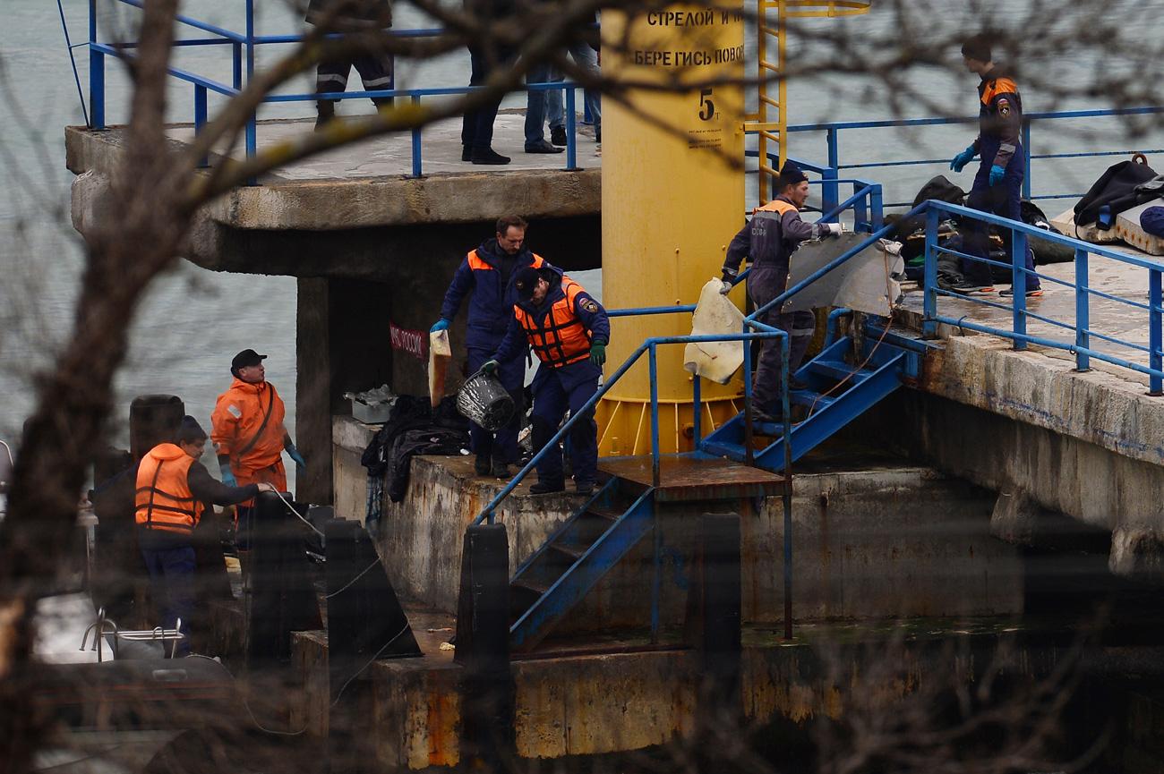 Aereo militare precipita nel Mar Nero, le possibili cause della tragedia