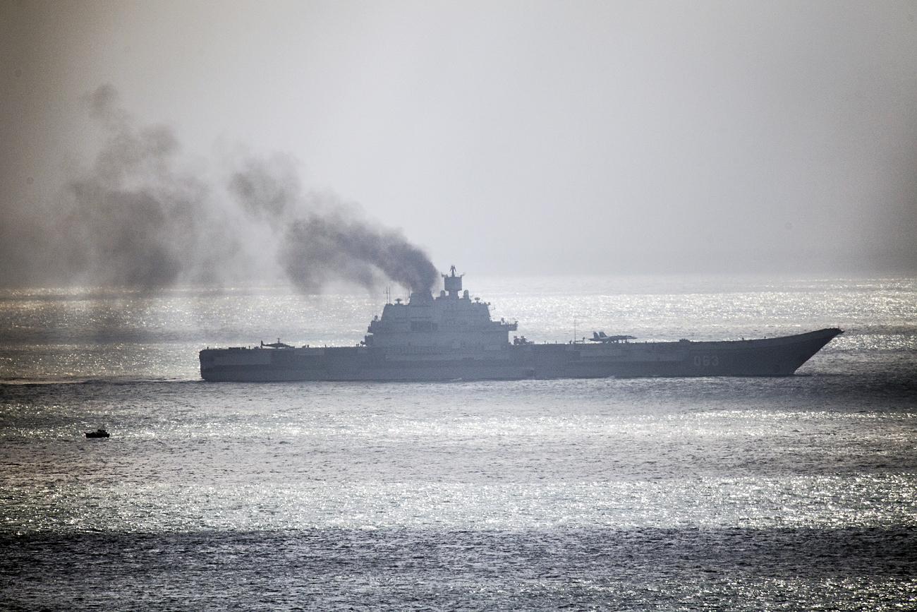Mencoba Dekati Kapal Induk Rusia di Laut Tengah, AL Belanda Diusir