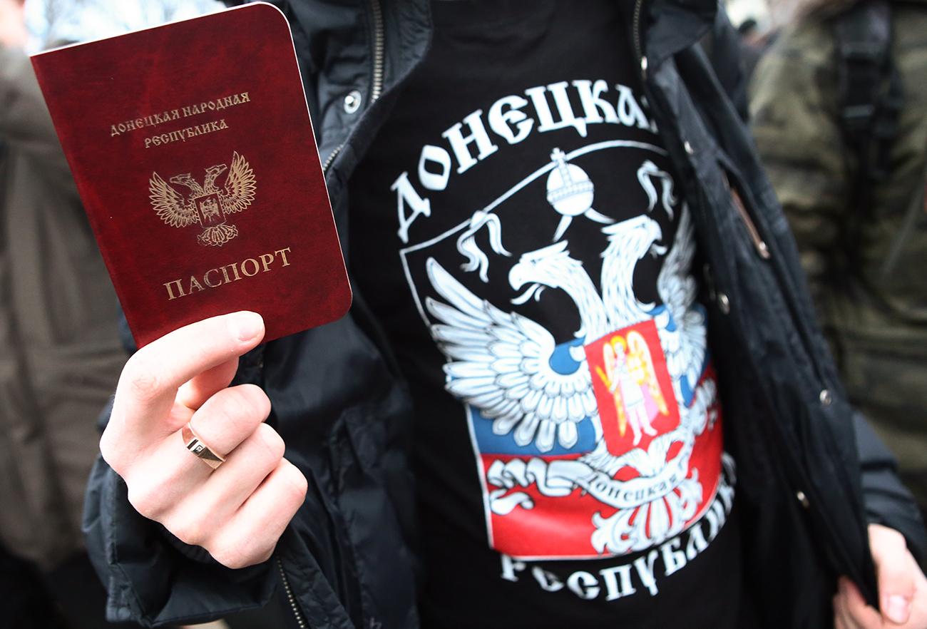 Rússia passa a reconhecer documentos de Donetsk e Lugansk width=