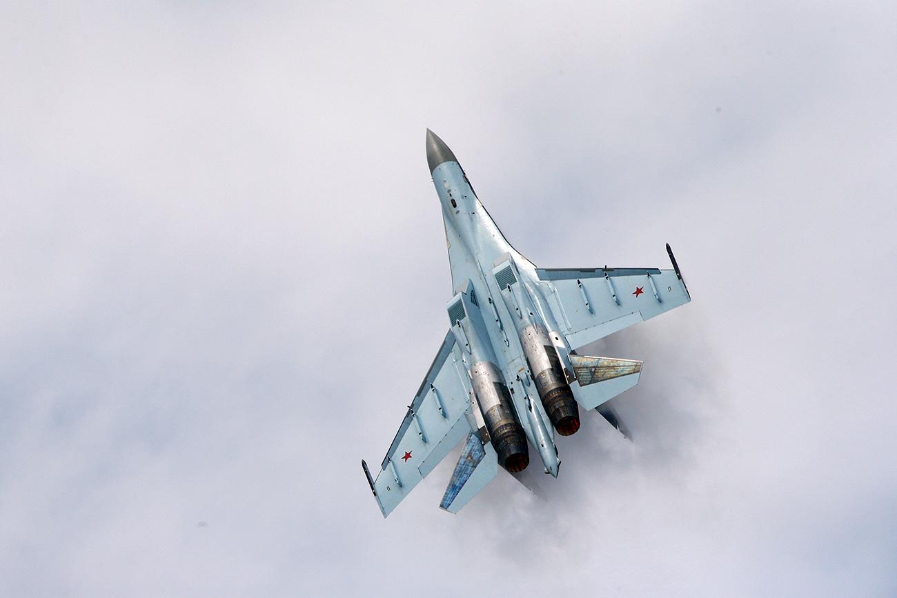 Su-35: Pantaskah Ia Disebut Jet Tempur Generasi Kelima?