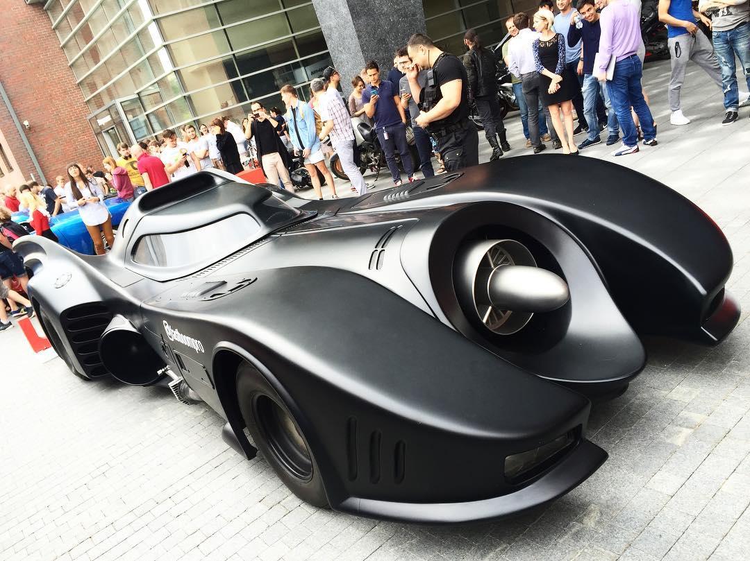 Berkeliaran di Jalanan Ibu Kota, Mobil Batman Buat Warga Moskow Gempar
