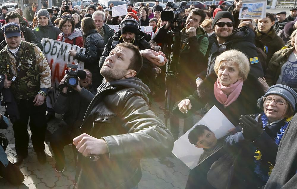 Indignação, inveja e traição: o que os russos pensam sobre a Ucrânia width=