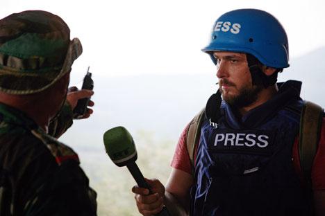 Nossas vidas ficaram por um fio, diz jornalista ferido na Síria width=