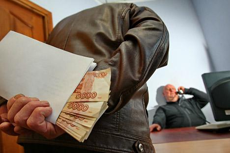 Crise econômica aperta luta contra corrupção width=