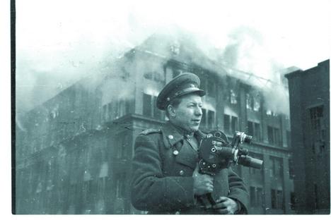 O cinegrafista que filmou a rendição alemã width=