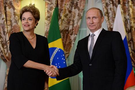 Pútin sugere a Dilma uso de moedas nacionais em transações width=