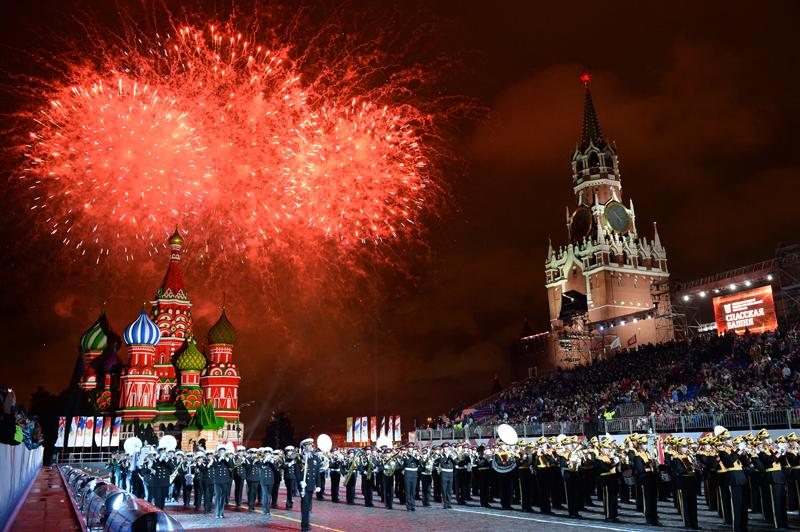 'Batalla' de orquestas militares en la Plaza Roja