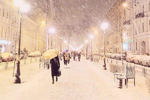 Nevasca recorde causa 3.400 km de congestionamento em Moscou width=