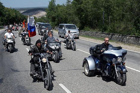 "Klub Motor ""The Night Wolves"", Patriotik atau Oportunis?"