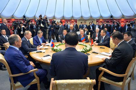 Akankah BRICS Bersatu untuk Mengeksplorasi Luar Angkasa?