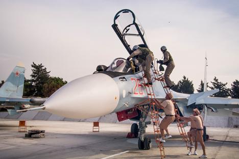 Kremlin se coloca contra criação de zonas livre de aviação na Síria width=