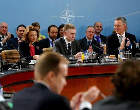Akankah Doktrin Senjata Hibrida Membuat NATO dan Rusia Semakin Menjauh?