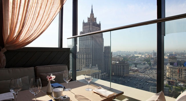 Lewis Carroll´s guide to Moscow: just follow the rabbit
