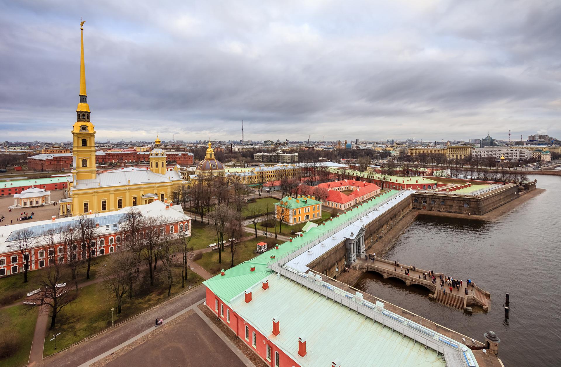 10 razões para criar raízes em São Petersburgo width=