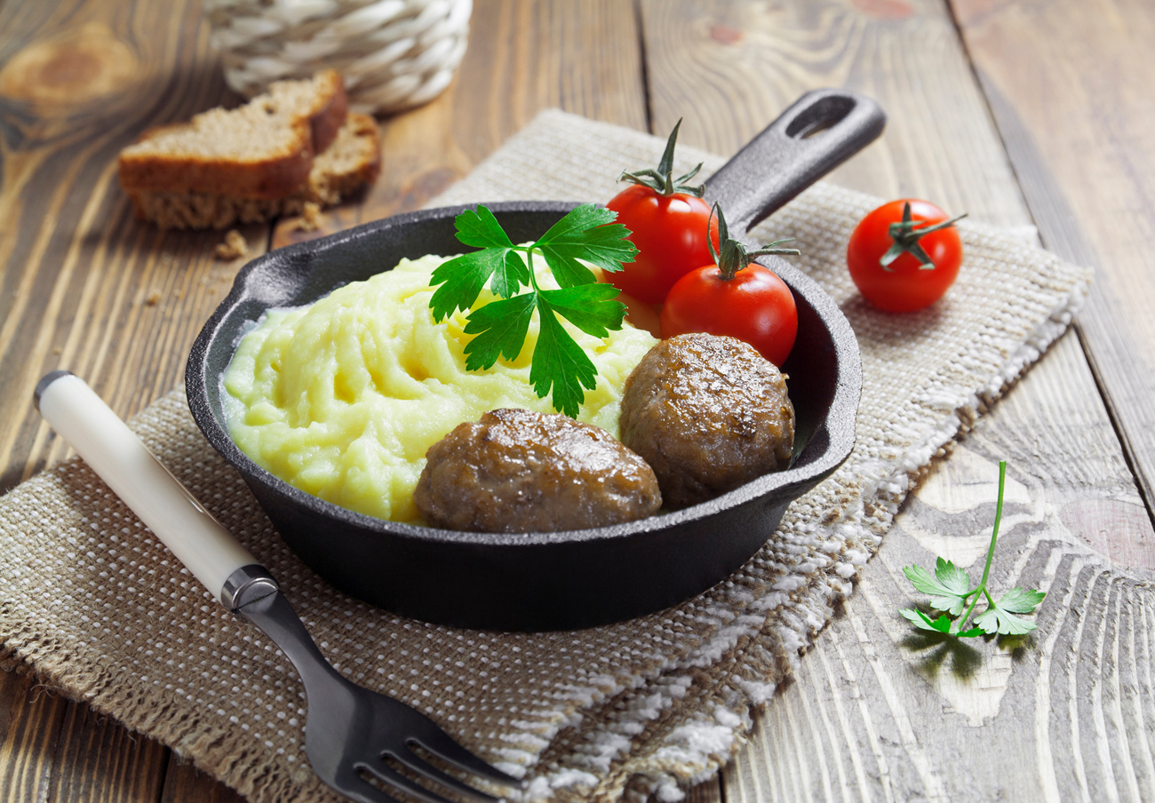 Back to school: Cafeteria-style cutlets and mashed potatoes