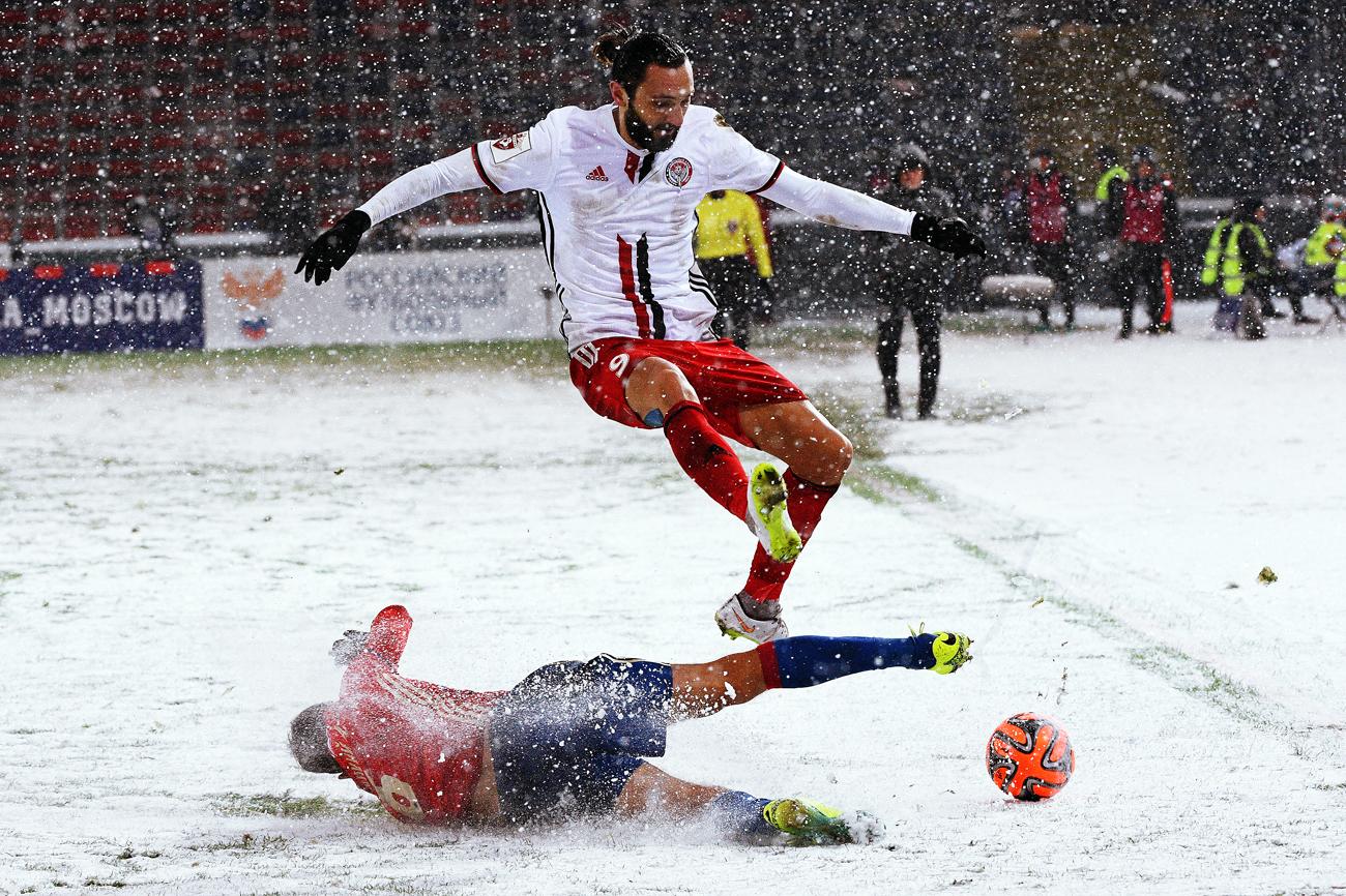 Partida sobre neve terminou em empate Foto: Vladímir Fedorenko/RIA Nôvosti
