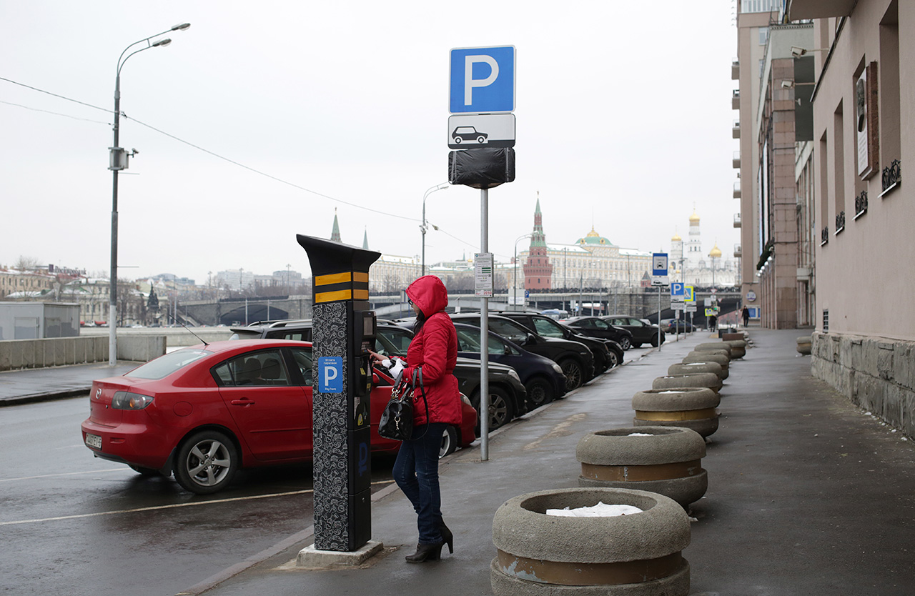 Paid parking in Moscow reduced traffic in the center and raised extra money for the city budget. / Artyom Geodakyan / TASS