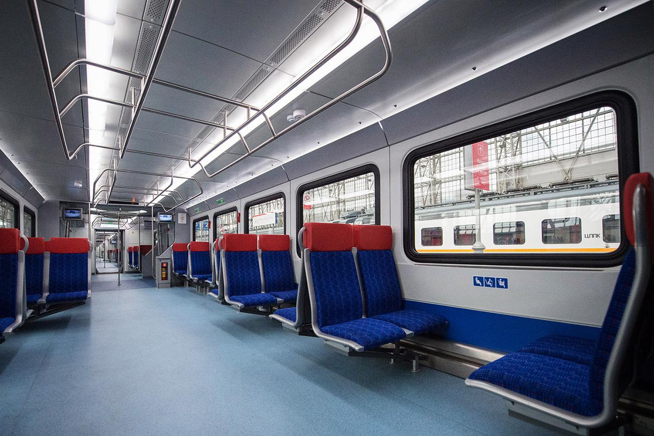 Inside new suburban trains which start departing from the Moscow Kiyevskaya railway station. / Evgeniy Samarin / RIA Novosti