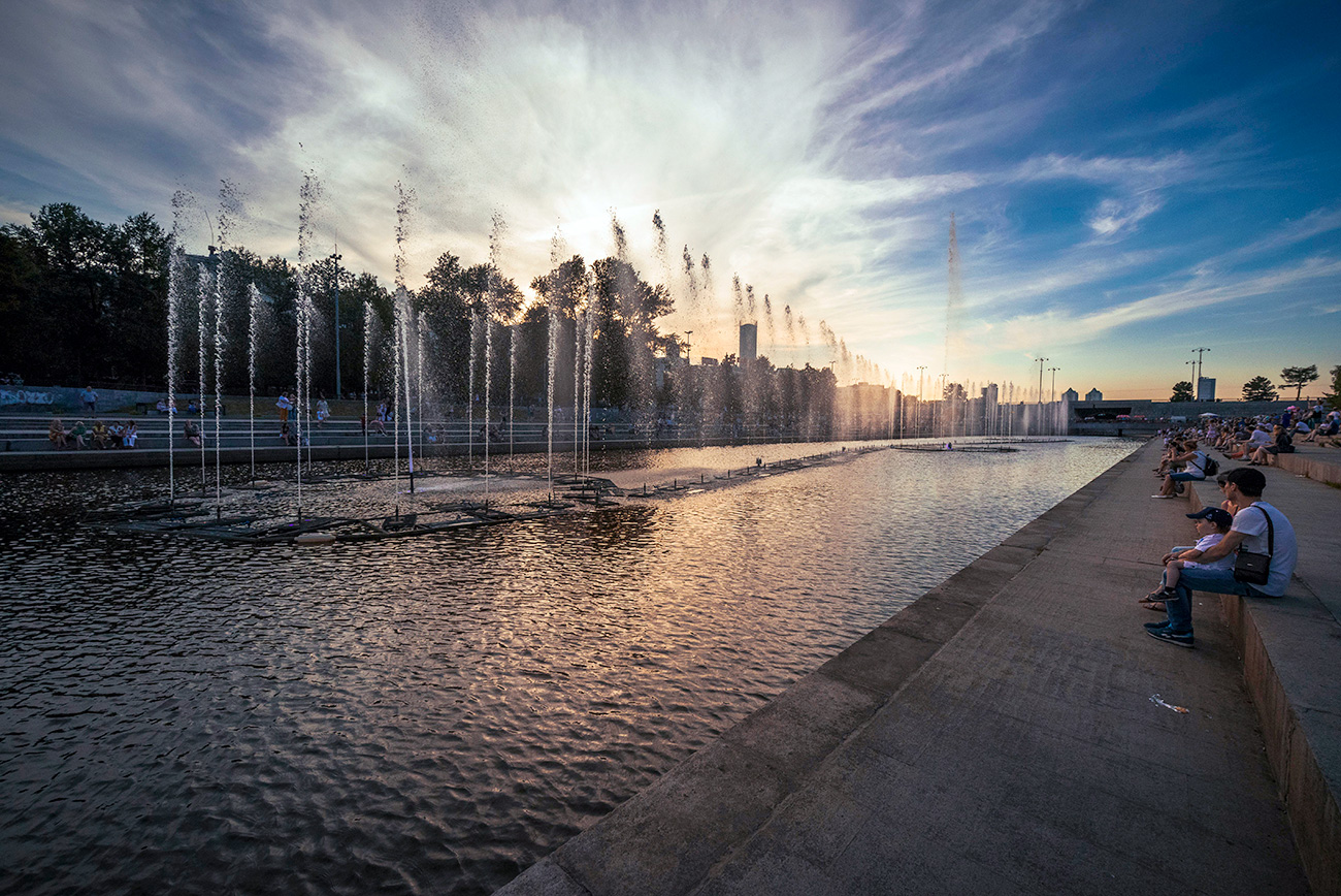 Fountains in the Iset River, Yekaterinburg city center.