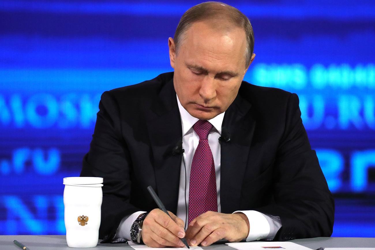 Presiden Rusia Vladimir Putin di studio Gostiny Dvor. Sumber: Global Look Press
