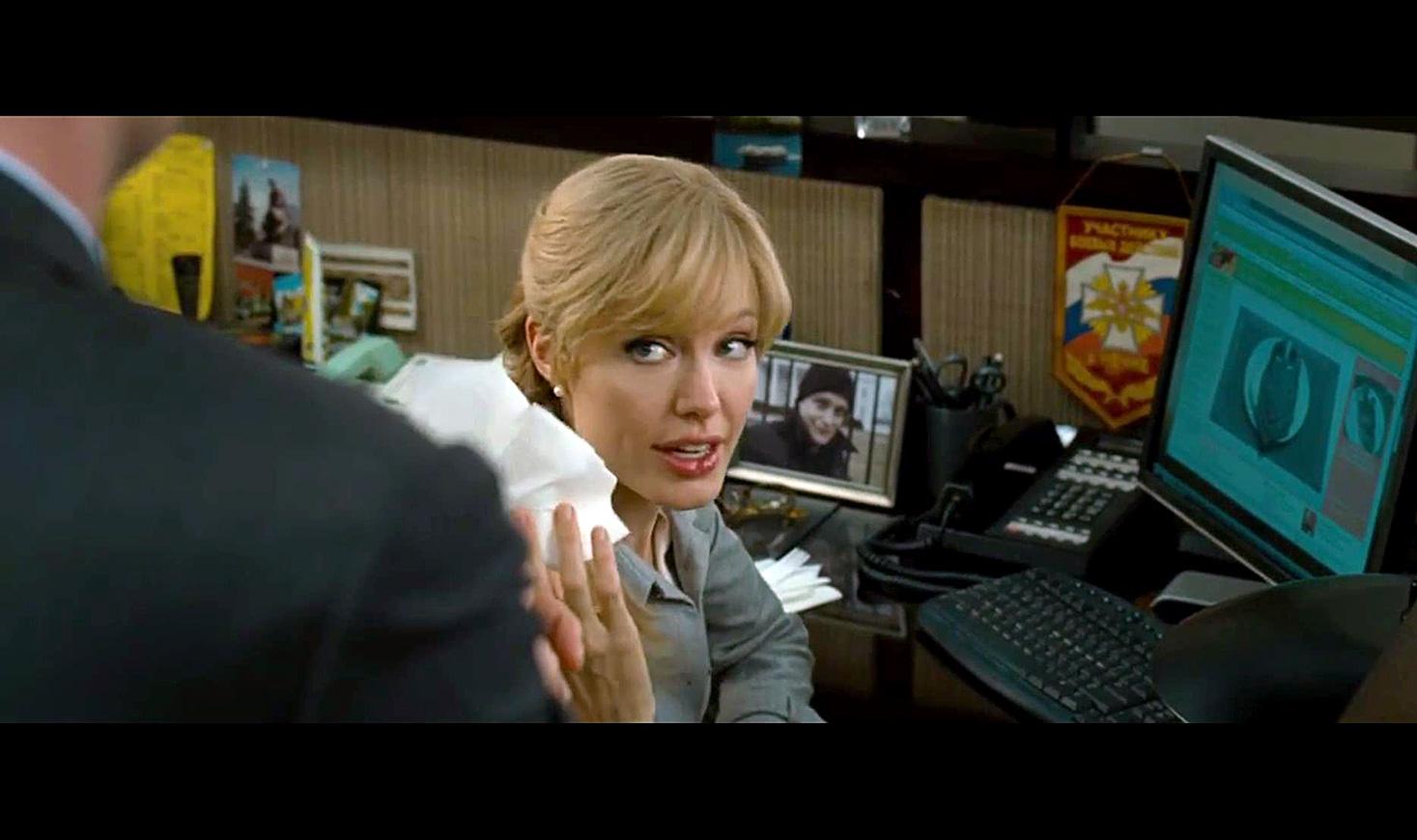 Salt. Sumber: Cuplikan layar dari film