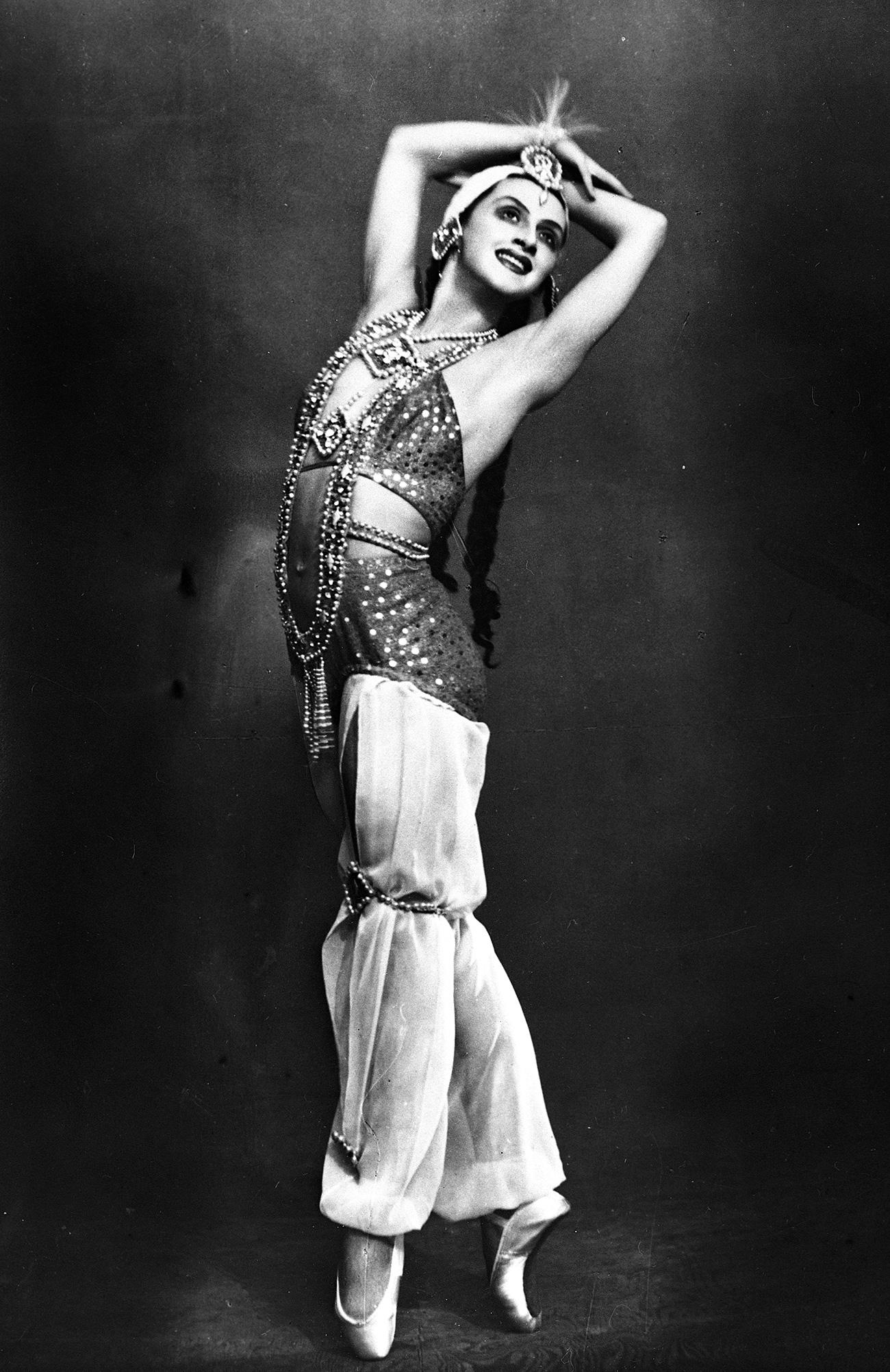 Alla Shélest (Zarema) en la Fuente de Bakhchisarai, ballet de Borís Assáfiev. Teatro Acedémico Estatal de Ópera y Ballet de Leningrado. Fuente: RIA Nóvosti