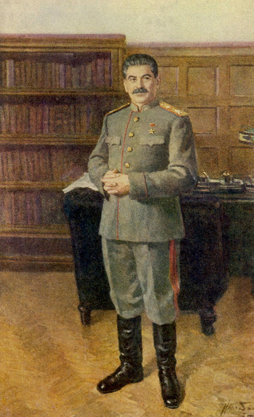 Iósif Stalin en su oficina con su uniforme como Generalíssimus de la URSS. Fuente: Mary Evans Picture Library/Global Look Press