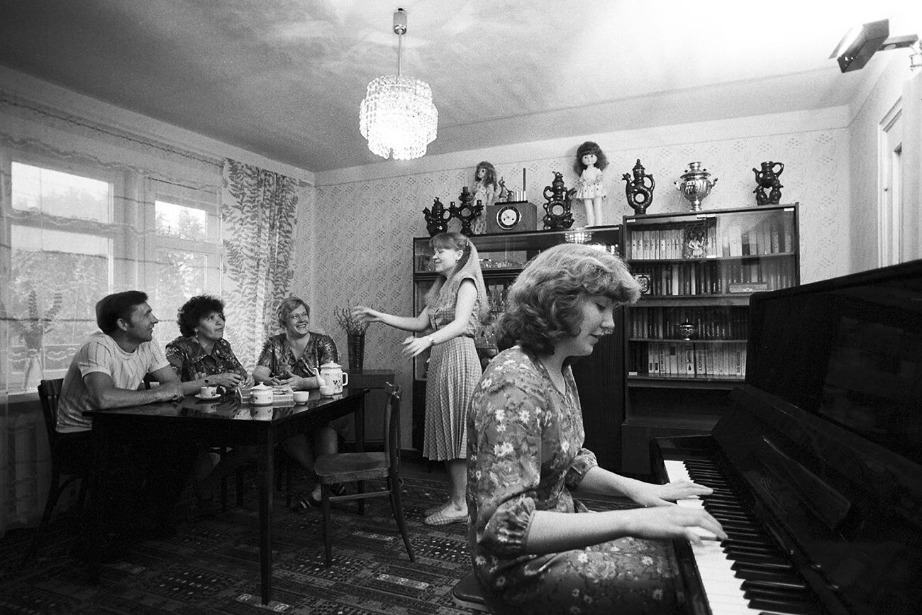 Selama masa Uni Soviet, orang-orang mengimpikan masa depan komunis yang lebih cerah. Sumber: V. Akimov/RIA Novosti