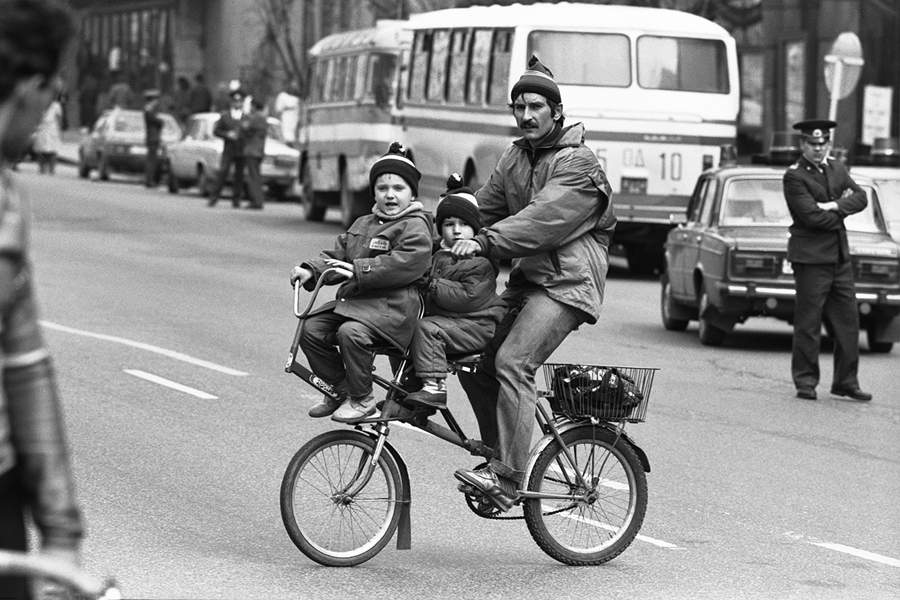 Orang Rusia tentu saja tersenyum, tapi hanya kepada orang-orang yang ia kenal. Sumber: Igor Utkin/TASS
