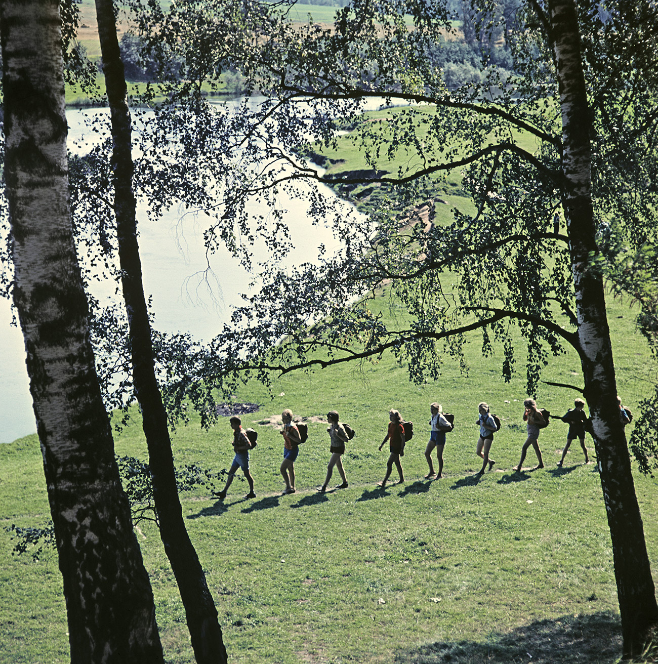 Anak-anak dari Bumi Perkemahan Pionir Pelaut Muda mengikuti kegiatan perkemahan. Sumber: Tihanov/RIA Novosti