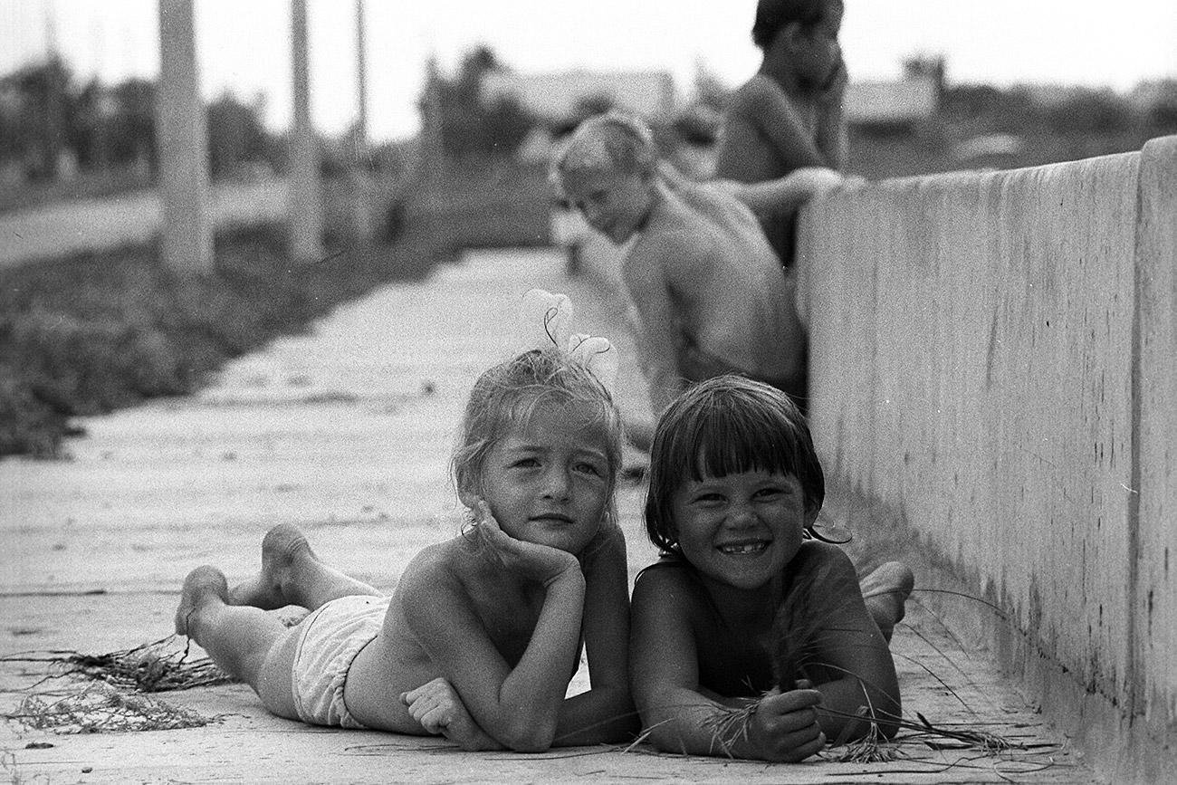 Anak-anak di sebuah desa di wilayah Saratov. Sumber: Vitaliy Karpov/RIA Novosti