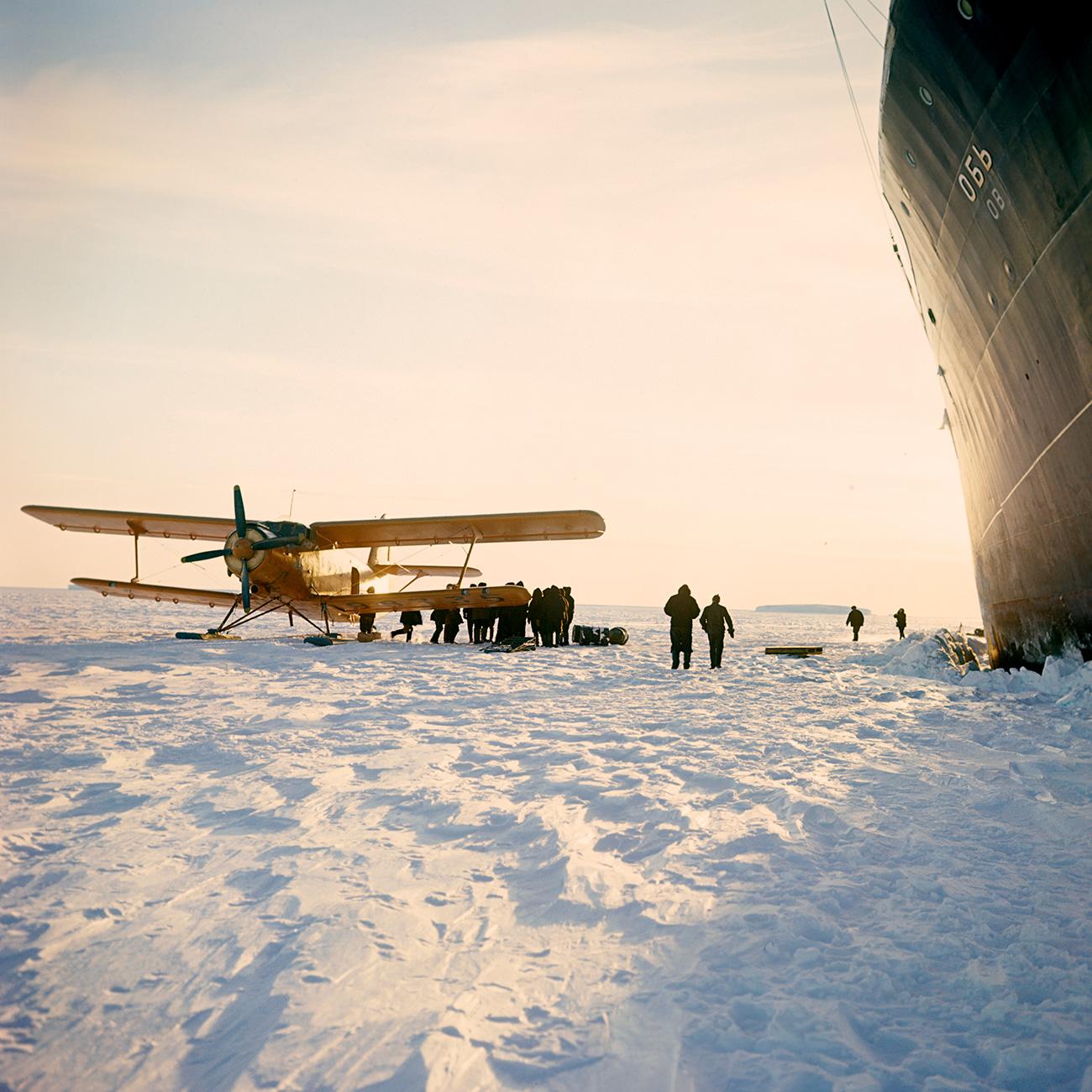 Pesawat An-6 di Antartika tahun 1967. Sumber: G. Koposov/RIA Novosti