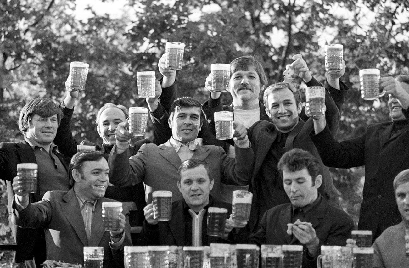Рудари со пиво,1977 година. Извор: Игор Костин/РИА Новости