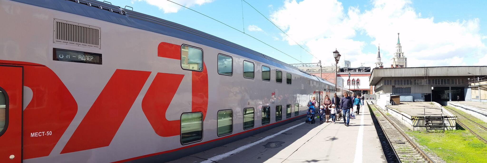 Tile vlaki z dvonadstropnimi vagoni peljejo s Kazanske železniške postaje v Moskvi proti južni Rusiji. Nekega lepega dne boste z njim prišli v Soči na Črnem morju. Vir: Peggy Loshe